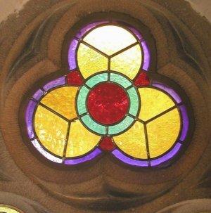 http://www.glauben-und-bekennen.de/besinnung/begriffe-d/dreieinigkeit-kirchenfenster.jpg
